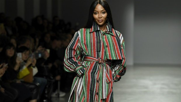 naomi campbell walks for kenneth ize at paris fash