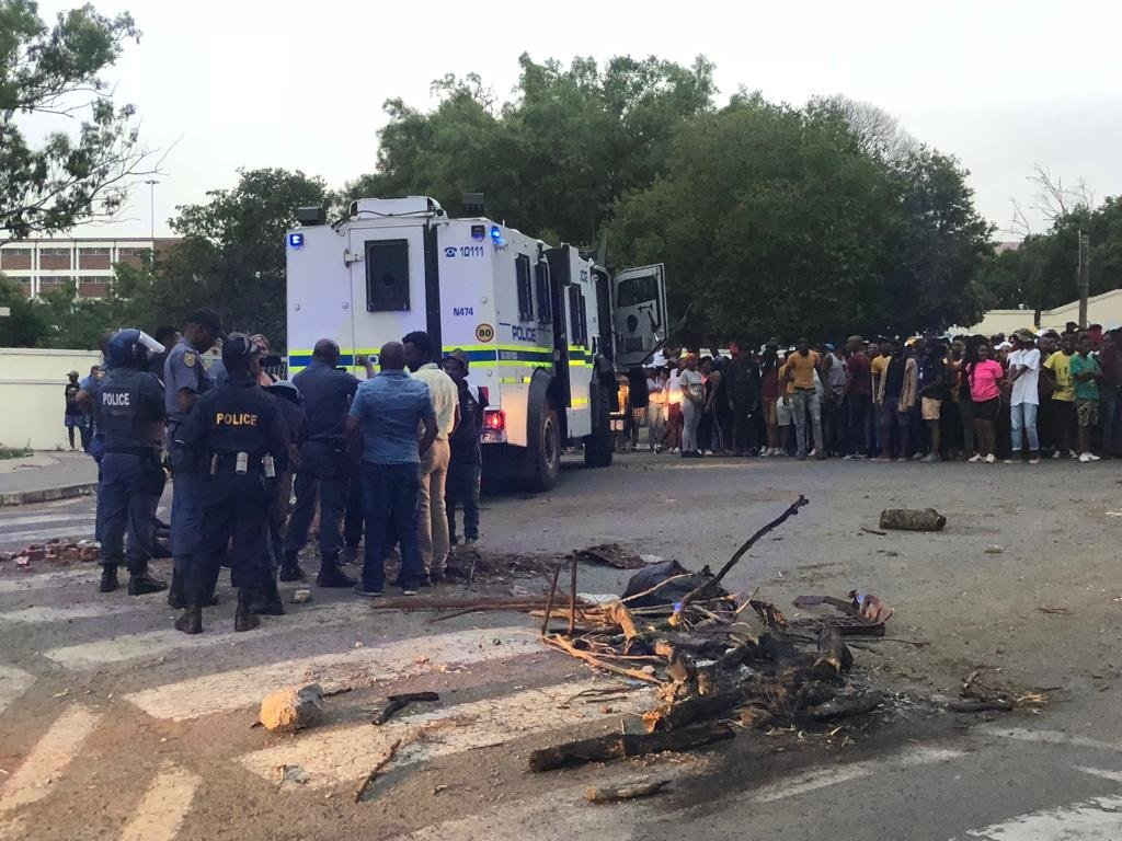 University of Fort Hare students and police face off (Supplied by SAPS)