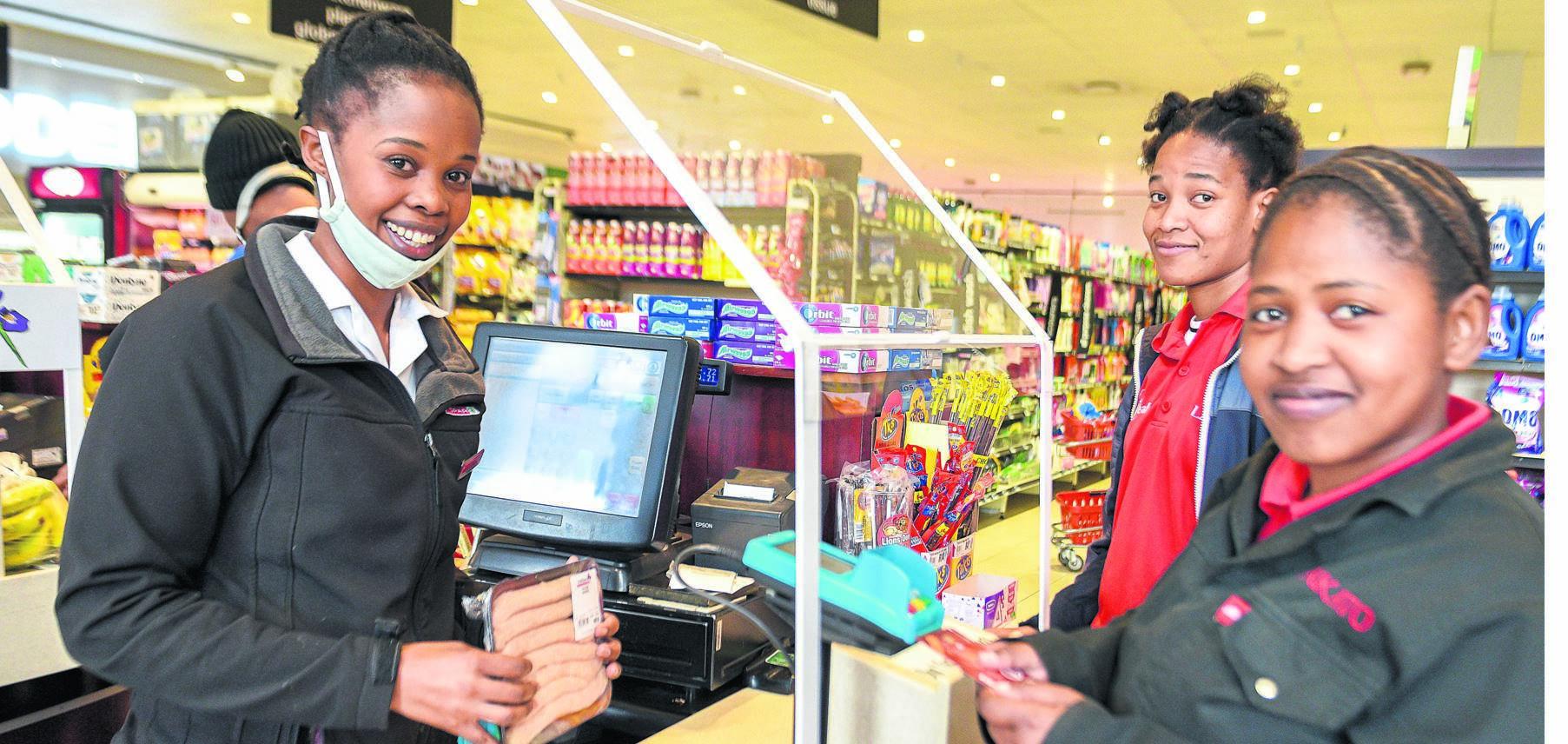 Thando Mkhize, runs operations for online orders at Parklane Spar. Here she helps in-store customers Sibongile Ngubane and Vuyelwa Tombani. PHOTO: Moeketsi Mamane