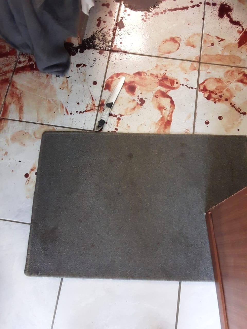 Die mes wat onder die matras gevind is. Foto: Vers