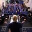 Trump se bontpratery oor korona – 'n kroniek