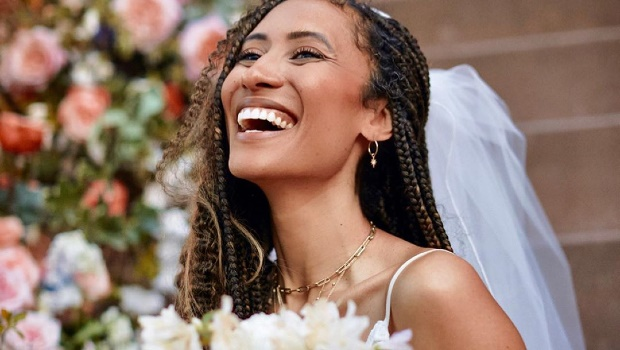 Elaine Welteroth weds on her Brooklyn stoop, captured by Micaiah Carter. Image via Instagram  @elainewelteroth