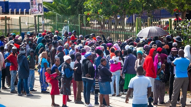 Diepsloot residents queue for food parcels. (Photo by Gallo Images Sharon Seretlo)