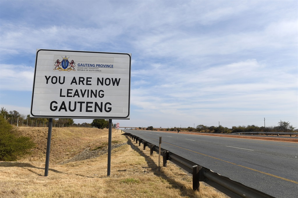 PRETORIA, SOUTH AFRICA - JUNE 30: The border between Gauteng and North West on the N4 on June 30, 2021 in Pretoria, South Africa. It is reported that all Gauteng borders must be closed during the adjusted lockdown level 4. (Photo by Gallo Images/Beeld/Deaan Vivier)