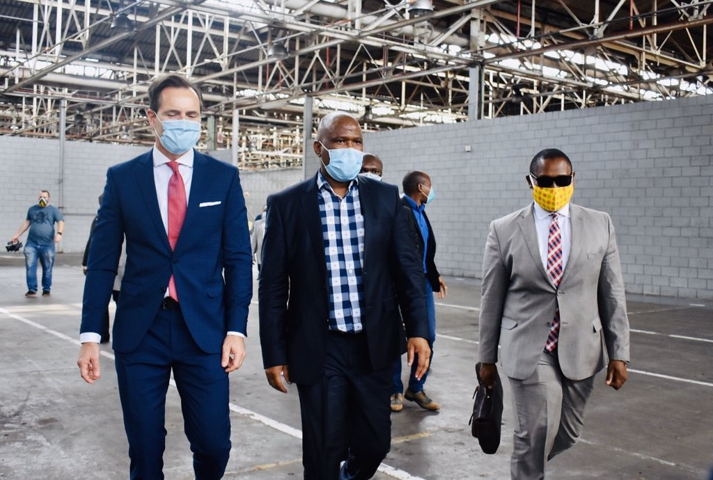Premier of the Eastern Cape province, Oscar Mabuyane and VWSA's Chairman and Managing Director, Thomas Schaefer launched the conversion of an old component plant into a 4000-bed temporal field hospital for Covid-19 patients in Port Elizabeth. (@GCIS_ECape).