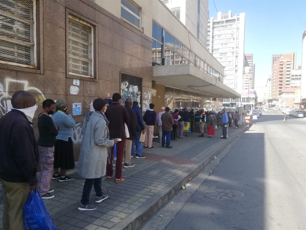 Pensioners line up to apply for Sassa grants during the lockdown. (News24, Azarrah Karrim)