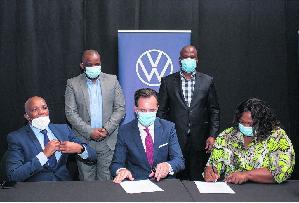 Volkswagen Group South Africa has made its Port Elizabeth plant available as a temporary medical facility to assist local and provincial government in providing much-needed care to Covid-19 patients in Nelson Mandela Bay. Present at the signing of the partnership agreement were (from left) Dr Thobile Mbengashe (Superintendent-General for the Eastern Cape Department of Health), Thsonono Buyeye (Acting Executive Mayor of Nelson Mandela Bay), Thomas Schaefer (VWSA Chairman and Managing Director), Oscar Mabuyane (Eastern Cape Premier) and Nomkhita Mona (CEO of the Nelson Mandela Bay Business Chamber).                                          Photo:VWSA