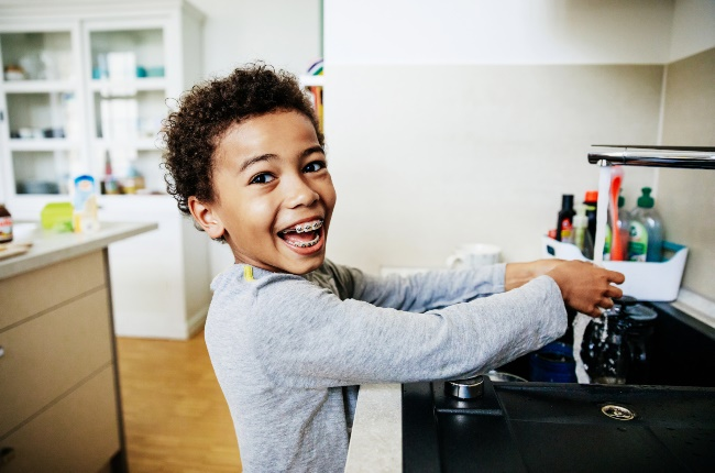 Kid washing hands. (PHOTO: Getty Images)