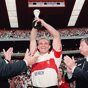 Francois Pienaar lifts the 1993 Super 10 trophy after Transvaal beat Auckland 20-17 at Ellis Park (Gallo Images)