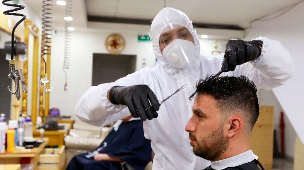 Hairdressers, beauty services and tattoo parlours to remain shut under Level 3