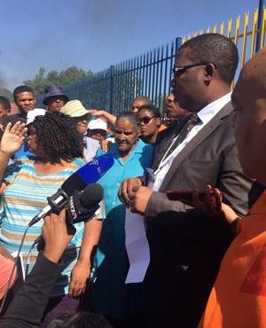 FILE: Education MEC Panyaza Lesufi talking to Noordgesig Primary school parents. (Supplied)