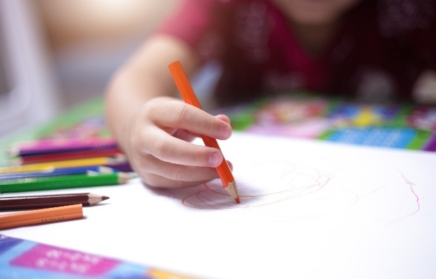 Kid drawing. (Photo: Getty Images)