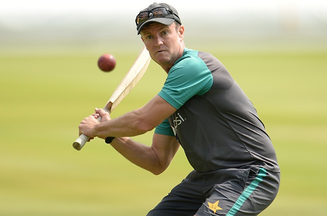Zimbabwean Grant Flower recalls incident when Pakistan's Younis Khan 'brought a knife to my throat' - News24