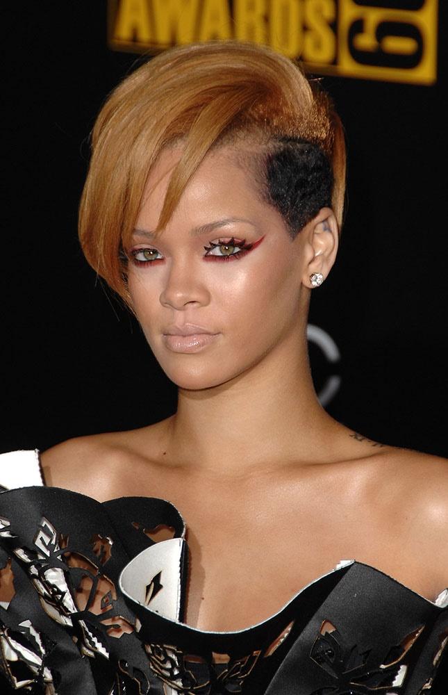 LOS ANGELES, CA - NOVEMBER 22: Singer Rihanna arr