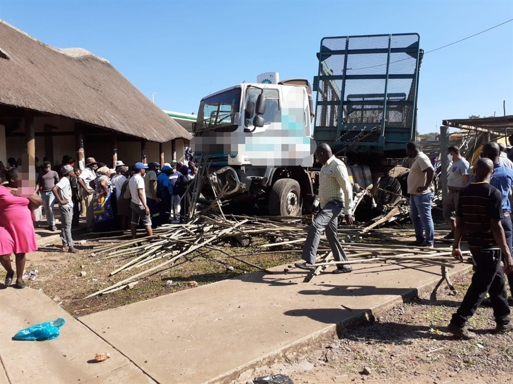 A multi-vehicle crash in Jozini left several dead, and many injured.