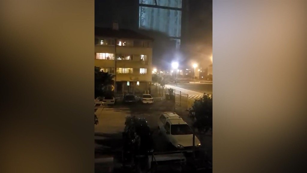 News24.com | WATCH | Police come under fire while responding to incident in Kewtown, Cape Town thumbnail
