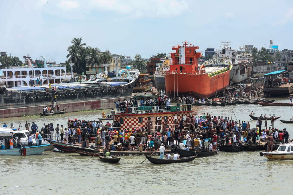News24.com | PICS | At least 32 die in Bangladesh ferry accident thumbnail