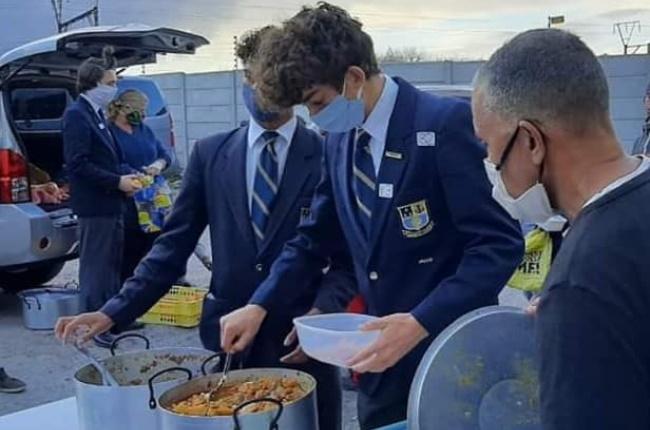 Learners from Rondebosch Boys' High School aiding a soup kitchen. (PHOTO: Facebook/Rondebosch Boys' High School)