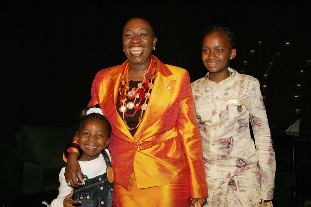 Ofentse, Thato & Boipelo Ntsoelengoe during the SABC SA Sports Awards in 2006. Picture: Gallo