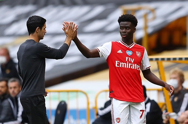 Arsenal manager Mikel Arteta gives Bukayo Saka of Arsenal a high five during the Premier League match against Wolverhampton Wanderers at the Molineux on 4 July 2020.