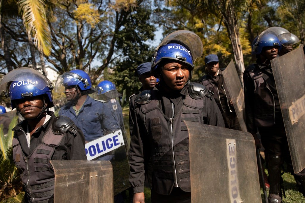 Information24.com | Zimbabwean police arrests nurses hanging over low pay, says union thumbnail