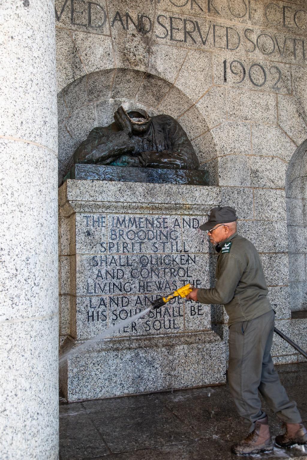 Cecil John Rhodes statue at Rhodes Memorial