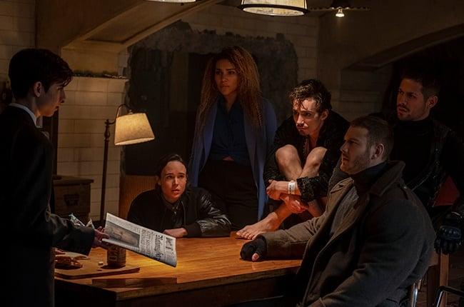 Aidan Gallagher, Ellen Page, Emmy Raver-Lampman, Robert Sheehan, Tom Hopper and David Castaneda in 'The Umbrella Academy'.