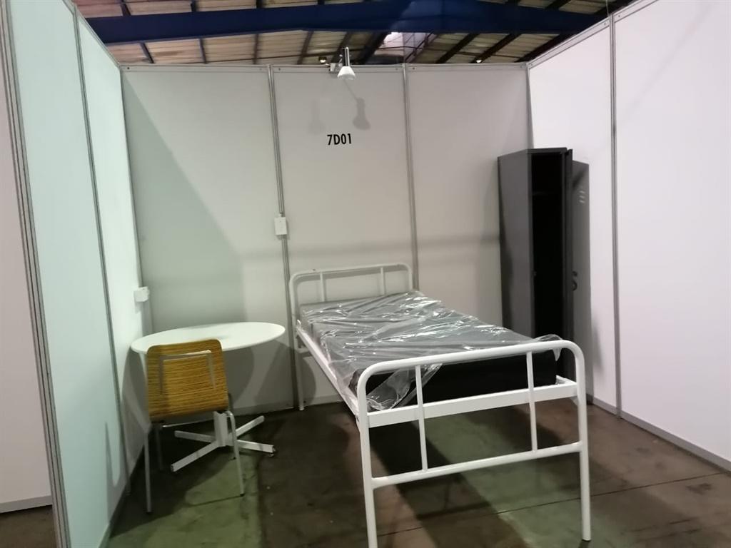 A bed at the Nasrec field hospital (News24/Azarrah