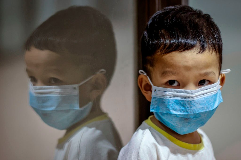 A child wears a face mask during the coornavirus pandemic.