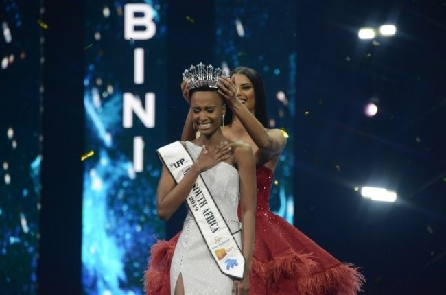 Miss South Africa 2018 Tamaryn Green crowns Zozibini Tunzi during the Miss South Africa 2019  grand finale at the Time Square Sun Arena on 9 August 2019. Runner-up Sasha-Lee Olivier took over the title, after Zozibini was crowned Miss Universe 2019.
