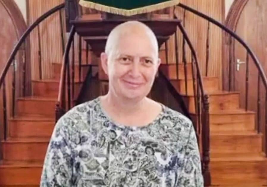 Dr. Carin van Schalkwyk, predikant van die NG Kerk en die Verenigde Gereformeerde Kerk se gemeentes in Philippolis in die Suid-Vrystaat, is in haar vyfde siklus van chemoterapie nadat kanker van die eierstokke vroeër vanjaar by haar gediagnoseer is. Haar kanker het haar gehelp om deernisvol te bly te midde van die pandemie.  Foto: Verskaf