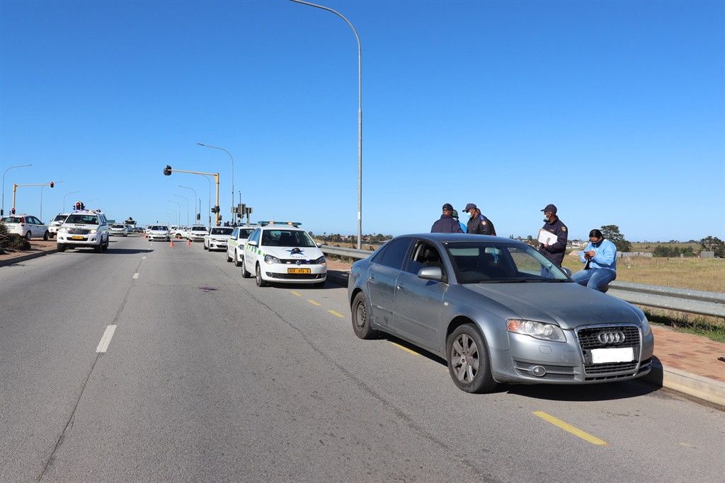 George traffic officer shooting: Suspect also shot, under police guard after chase - News24