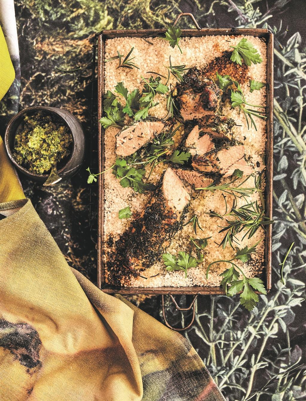 Kruie-filet op sout met salsa verde