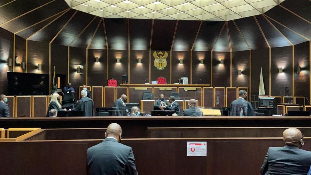 Oudpres. Jacob Zuma se regspan en ander in die hof. Foto: Dennis Delport