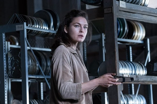 In an alternate reality where the Axis powers won World War 2, Juliana Crain (Alexa Davalos) begins to rebel when she finds out there might be a way to change history. (PHOTO: AMAZON PRIME VIDEO)