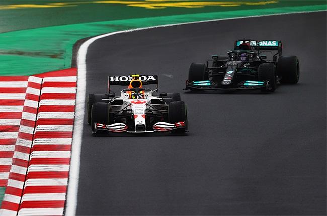 Lewis Hamilton (Mercedes-AMG) chasing down Sergio Perez (Red Bull Racing) at the 2021 Turkish Grand Prix.