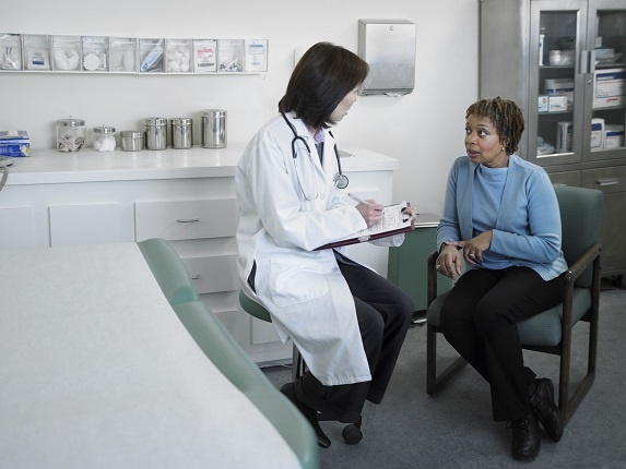 Patient talking to a medical doctor about what she is feeling.