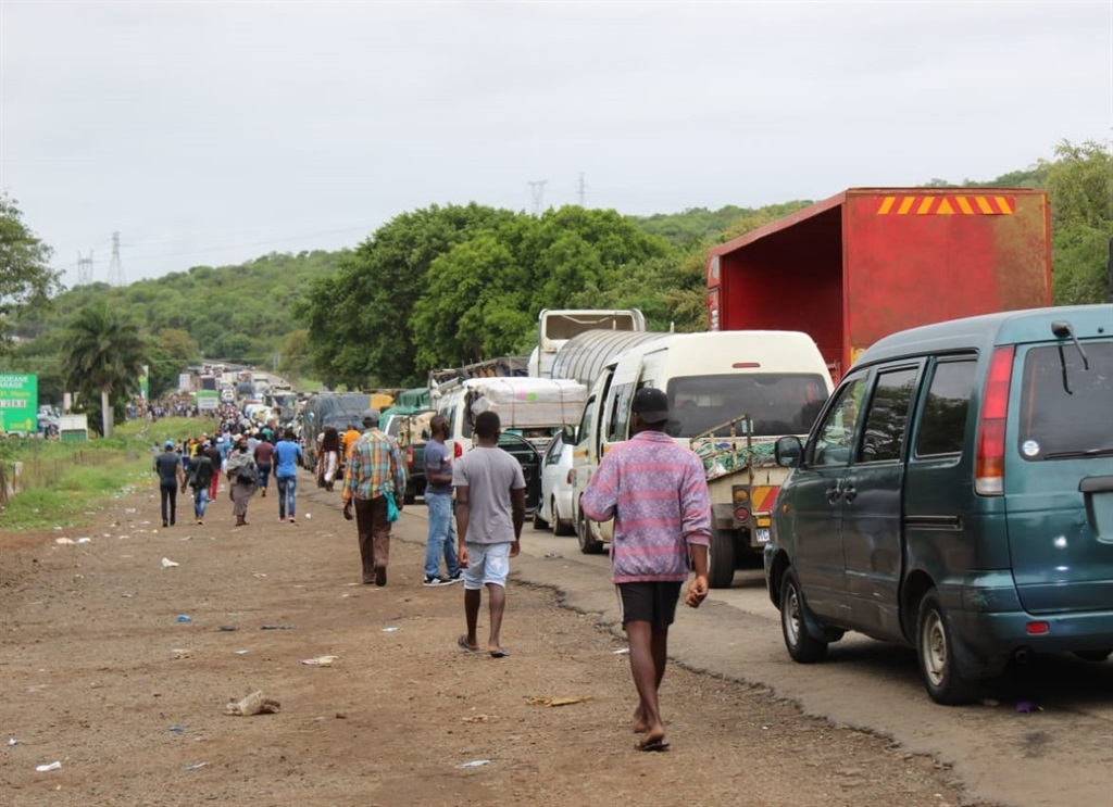 Traffic is piling up as Mozambicans head home for