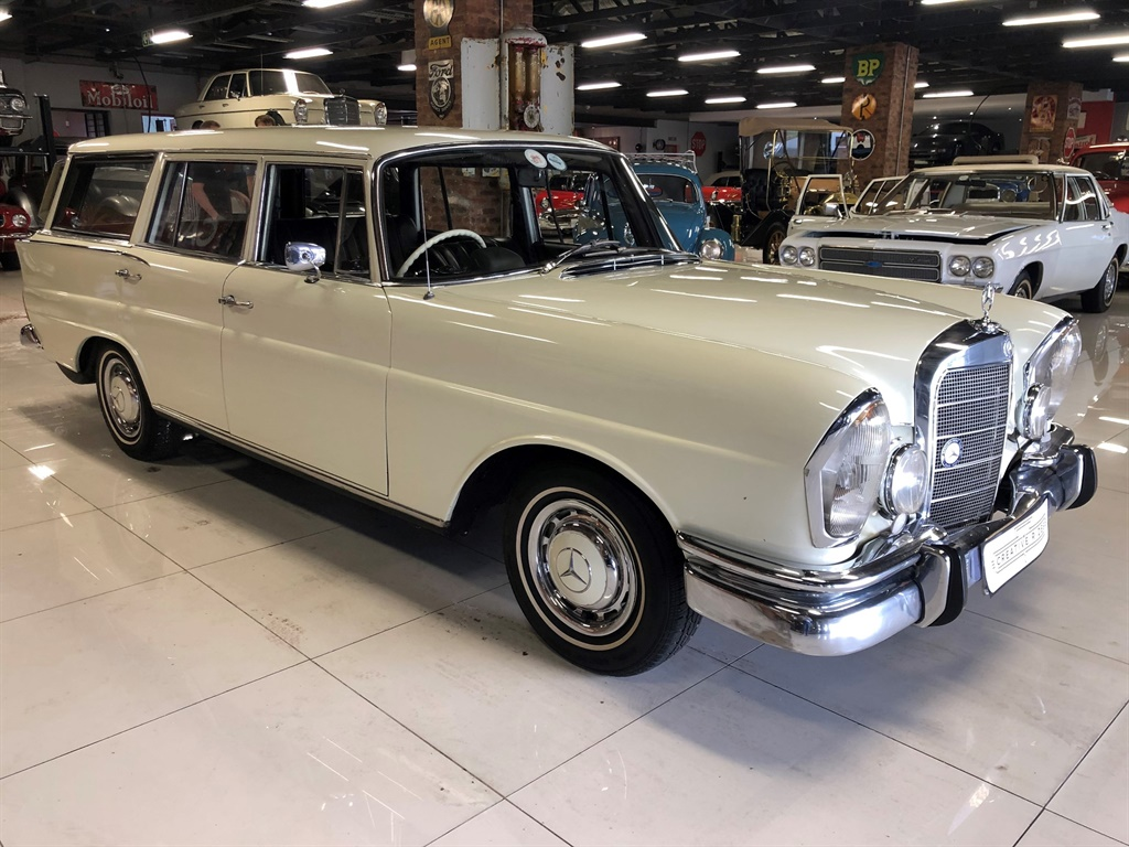 1967 Mercedes Benz 230S Fintail Station Wagon