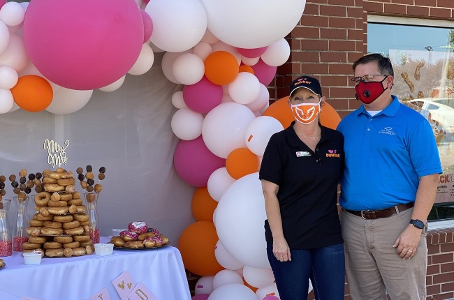 Newlyweds, Sugar and John, enjoyed a Dunkin'-themed wedding day with their nearest and dearest. (PHOTO: DUNKINDONUTS)