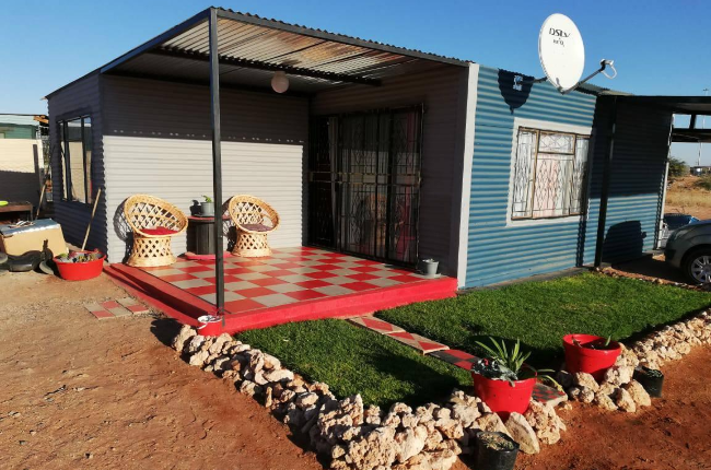 Sandile and Thembisa Ndlovu's colourful home in rural Upington. (Photo: Supplied)