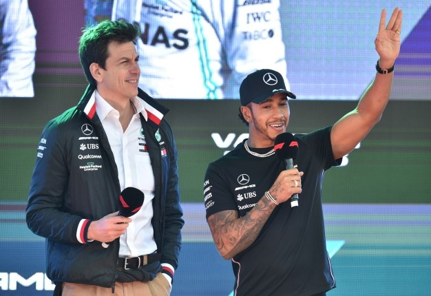 Toto Wolff (left) and Lewis Hamilton. (AFP / Peter Parks)