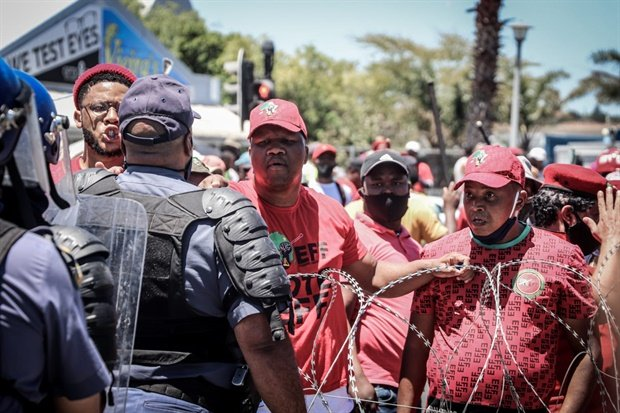 As at 13:00, it seems the standoff between police and hundreds of EFF supporters continued as leaders try to negotiate an increase to the allotted number of protesters. Police used stun grenades and teargas for the second time at around 12:30 as the impasse continues.