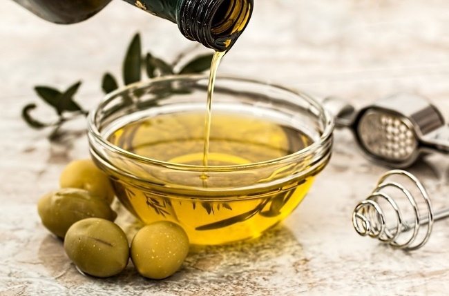 Usually completed at the end of November, the olive harvest will now drag on until the end of December (Photo: Pixabay).