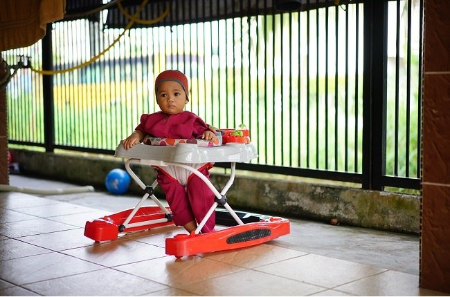 Accidents with babies' walking aids lead to head injuries and burns.