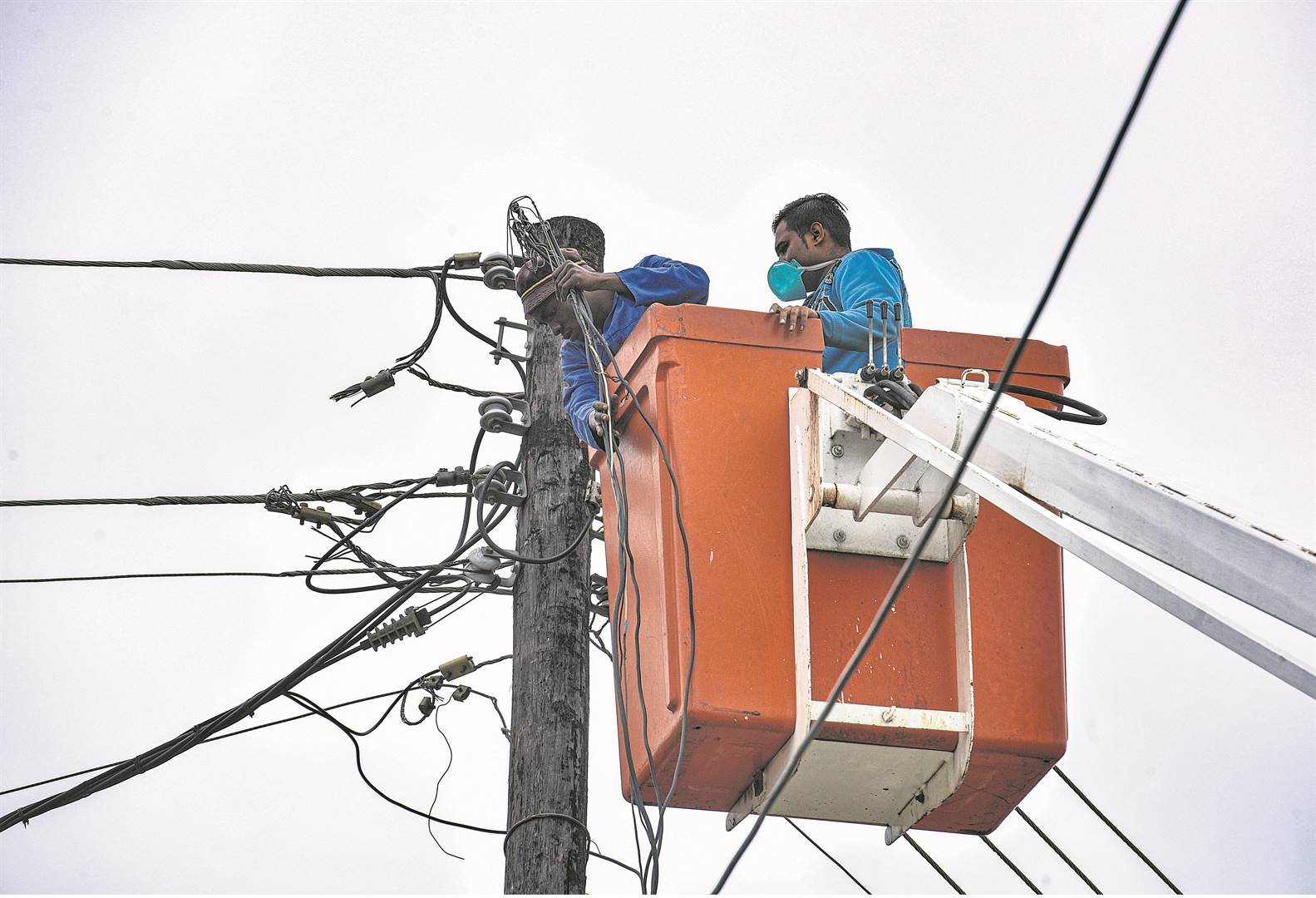 Contractors removing illegal electricity connectio