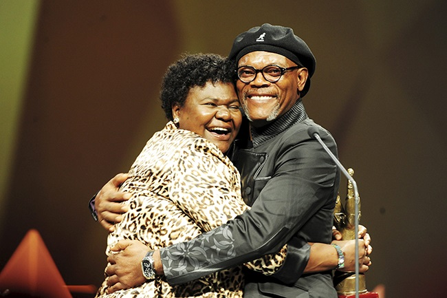 Lindiwe Ndlovu and Samuel L. Jackson at the South African Film and Television Awards on 16 March 2013 in Johannesburg. (Photo:Gallo Images / City Press / Leon Sadiki)