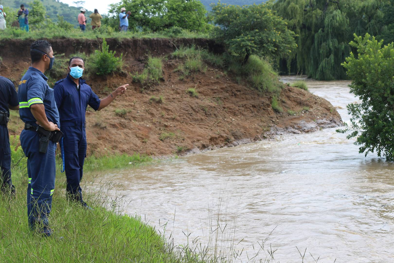 A two day search for Sfiso Majola, 16 year-old, has been temporarily called off till Monday due to dangerous water levels of the Umtshezi river in the Nhlalakahle area, Estcourt. PHOTO: CLAUDINE SENEKAL/LADYSMITH HERALD
