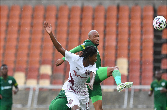 Given Thibedi of Swallows FC challenges Goodman Mosele. (Photo by Sydney Mahlangu /BackPagePix/Gallo Images)