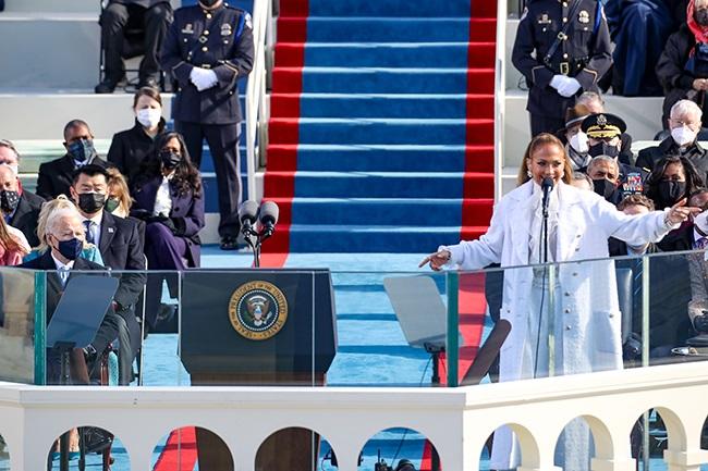 WASHINGTON, DC - JANUARY 20: Jennifer Lopez sing d